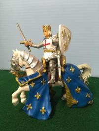 M_Knight_King_PVC_figure_720x