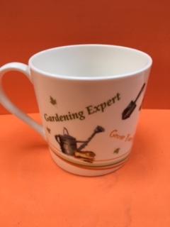 01 dad gardening expert mug